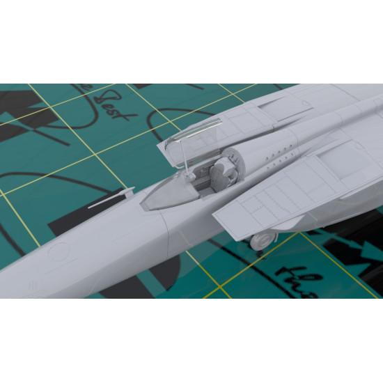 MIG-25 RBT SOVIET RECONNAISSANCE PLANE ICM 72172 PLASTIC MODEL KIT 1/72 SCALE