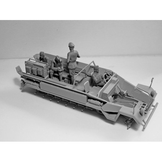 ICM 35104 - German armored personnel carrier Sd.Kfz.251 / 6 Ausf.A with crew