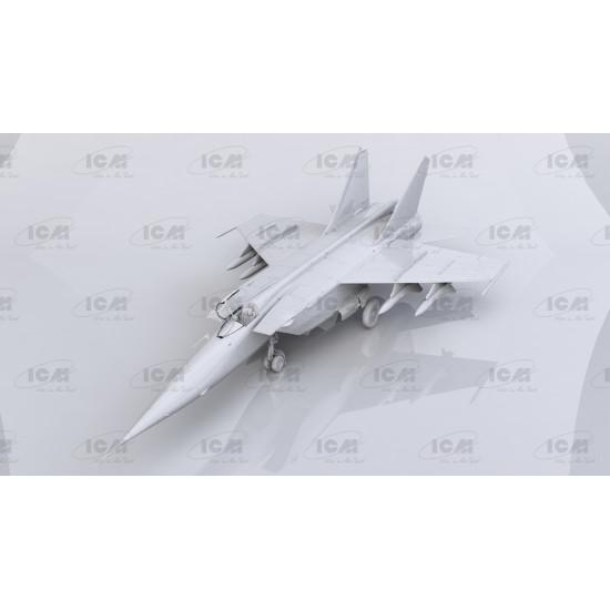 ICM 48905 - 1/48 MiG-25 BM Soviet Strike Aircraft Plane Model Kit Aircraft scale
