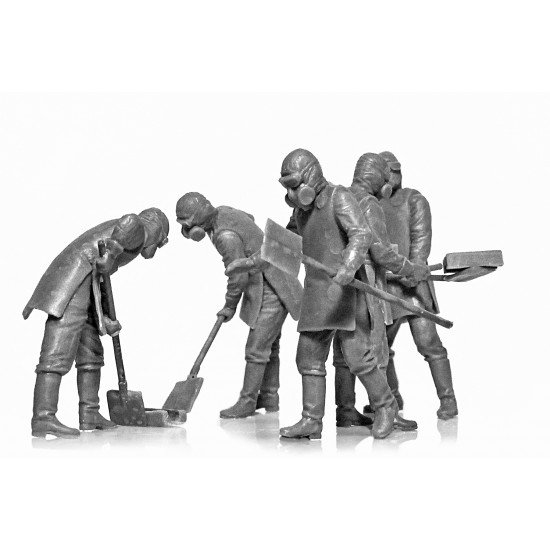 ICM 35903 - 1/35 Chernobyl 3. Rubble cleaners (5 figures)