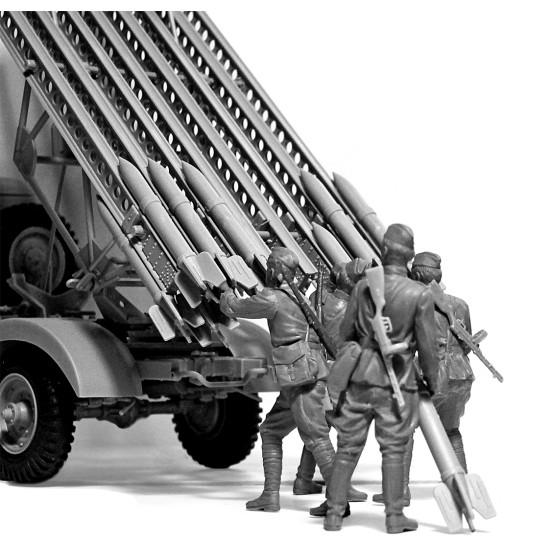 ICM 35648 - 1/35 - WWII Soviet BM-13-16 MLRS Vehicle Crew