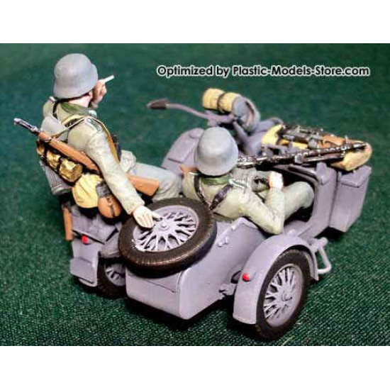 German motorcyclists on BMW R75 1/35 Master Box 3539