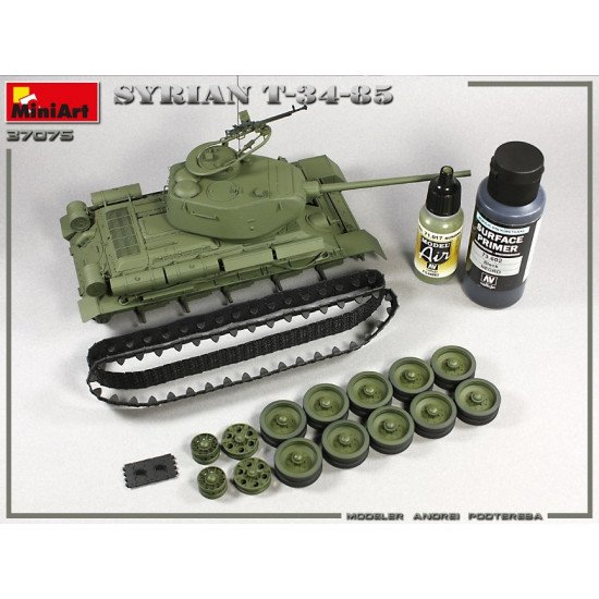 Miniart 37075 - 1/35 scale SYRIAN T-34/85 plastic model kit WWII Miniatures