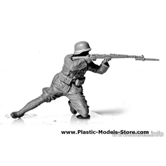 German Infantry, DAK, WWII, North Africa desert battles series 5 fig. 1/35 Master Box 3593