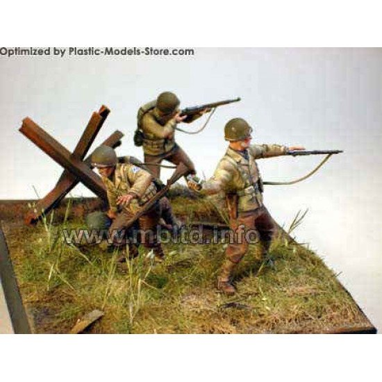 U.S. Infantry July 1944 wounded 1/35 Master Box 3521