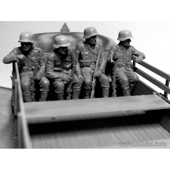 German Infantry on the march, WW II era 6 figures 1/35 Master Box 35137