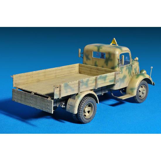 L1500A 4x4 cargo truck 1/35 Miniart 35150