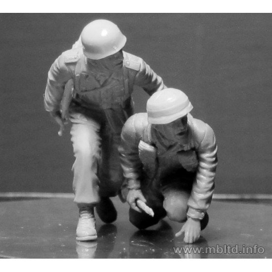 US and German paratroopers, the South of Europe 1/35 Master Box 35157