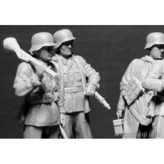 Lets stop them here! German Military Men, 1945  1/35 Master Box 35162