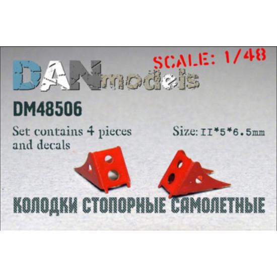 AIRCRAFT CHOCKS #4, 4 PCS + DECAL 11*5*6,5 MM 1/48 DAN MODELS 48506
