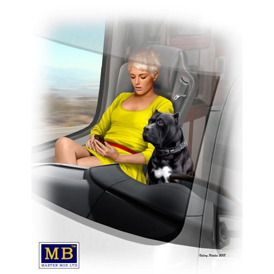 JONI (LOOKOUT) JOHNSON AND HER DOG MAXX - TRUCKERS SERIES PLASTIC MODEL KIT 1/24 MASTER BOX 24045